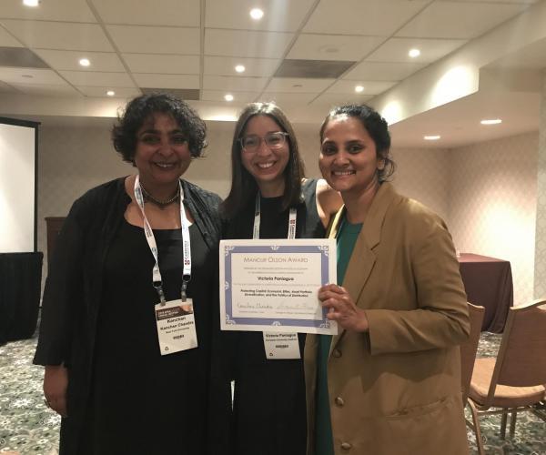 Victoria Paniagua receives award